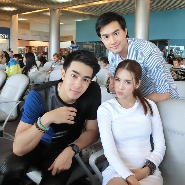 Credit photo thisisbebe: บรรยากาศที่สนามบินเก็บภาพร่วมกัน celeb ทั้งสาม