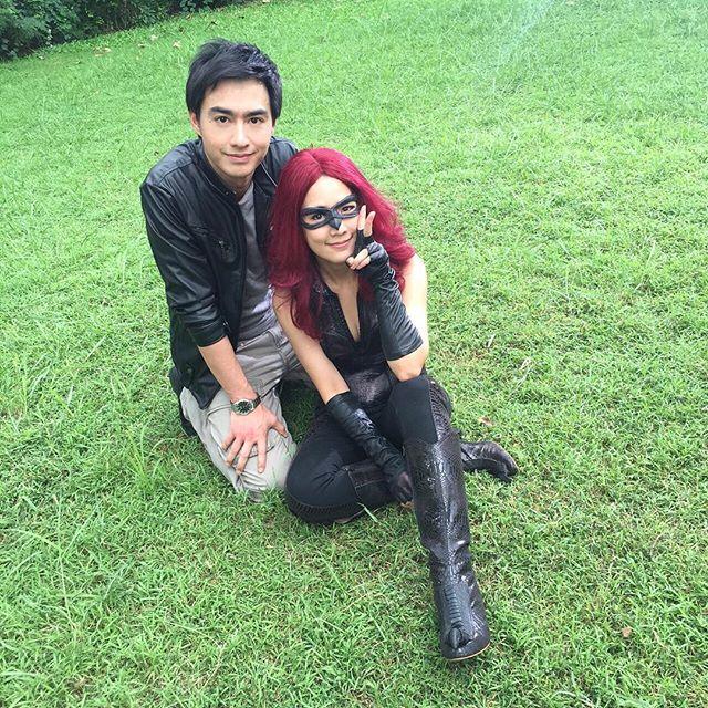 Credit photo jakjaan_akhamsiri: คริ คริ มีโหมดภาพคู่ด้วย ไม่ได้ดูนานเลยคู่นี้ ...แอบเช็คสภาพมือผู้กองด้วย