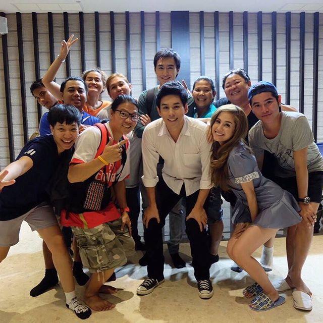 Credit photo tan_oze ig: ทีมงานดูสนุกสนานกันมากนะคะ เล็งคุณศิลาแล้วยิ้ม คริ คริ