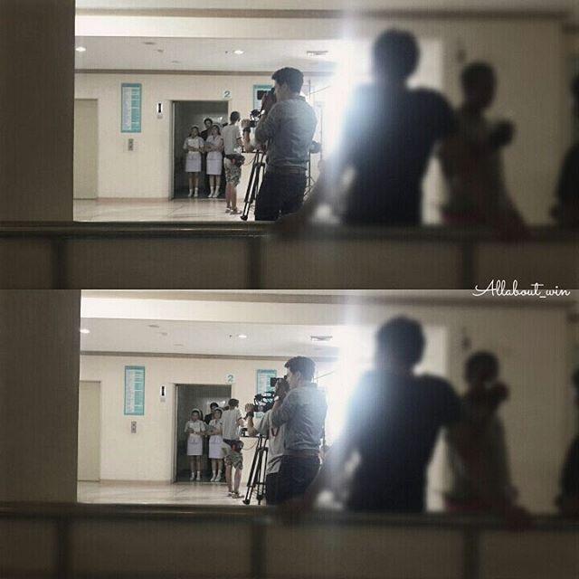 Cardit photo allaboutwin ig: เราว่าที่อยู่ในลิฟท์ไกลลิบๆ นั่นอ่ะธาวิน หลังพยาบาลอ่ะคิดว่าใช่นะ