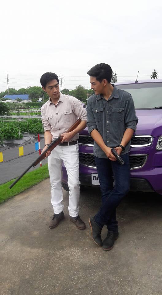 Credit photo โอ ทีมไฟ FB: โห้มีปืนลูกซอง ด้วยคุณวฤกษดูใจดีออก พกปืนทำไมคะ