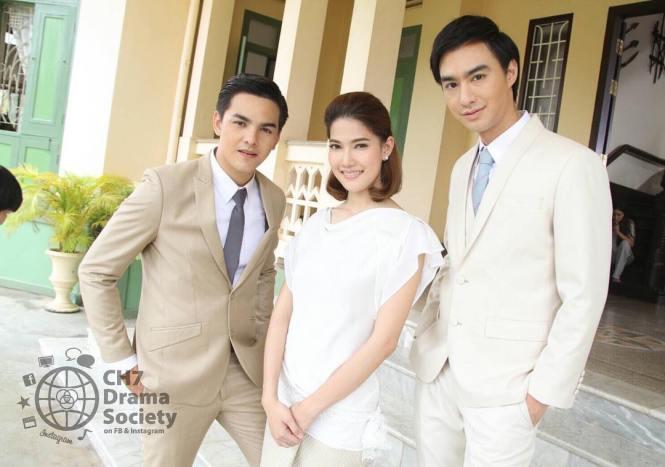 Credit photo ch7dramasociety ig: แหมชุดขาวมาดคุณชายมาเลยนะ คุณพฤกษ์และคณะ