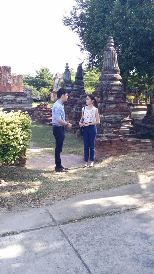 Credit photo โอทีมไฟ FB: ยืนคุยอะไรกันอยู่ มาเที่ยวสองคนเหรอคะ คริ คริ
