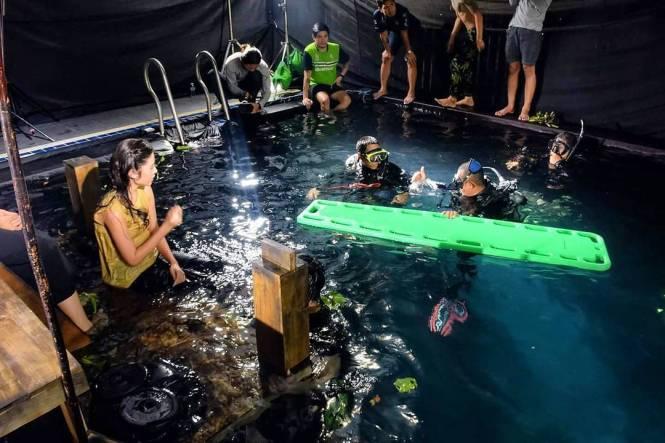 Credit photo reconpixel ig: คุณพะยอมมานั่งตัวเปียกรอคุณพฤกษ์อยู่ที่ท่าน้ำ