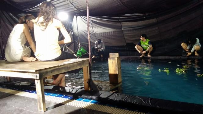 Credit photo โอ ทีมไฟ FB: คุณจิตและคุณพะยอม มานั่งรอใครอยู่ที่ท่าน้ำค่ะ