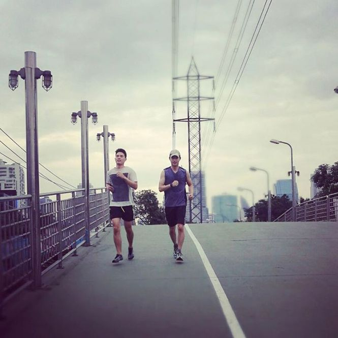 Credit photo tawinxy ig: คู่หูคู่ฟิต เต้กลับจากอเมกามานี่ได้เห็นเวลาออกกำลังกายตลอด